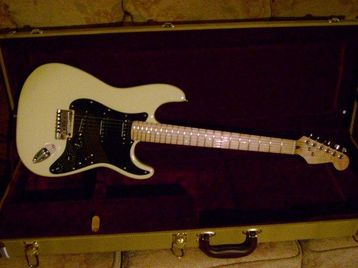 fender lite ash strat with tweed case uk free classifieds muamat. Black Bedroom Furniture Sets. Home Design Ideas