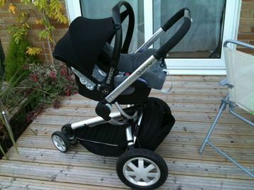 Quinny Buzz push chair with maxi cosi car seat and isofix base ...