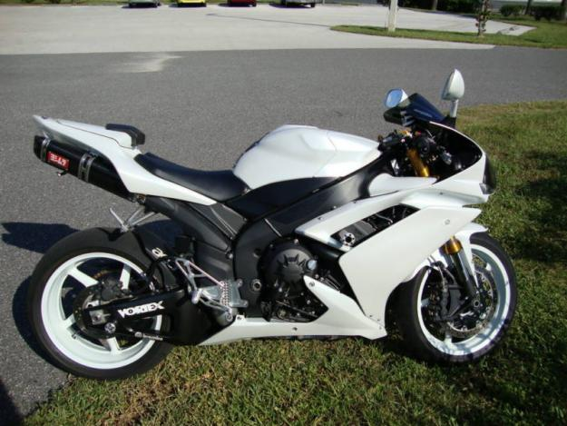 2007 yamaha yzf r1 white low miles indonesia free classifieds muamat. Black Bedroom Furniture Sets. Home Design Ideas