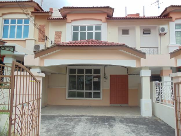 Double Storey Terrace House For Sale Land area 22' x 70'. 4 bedrooms 3