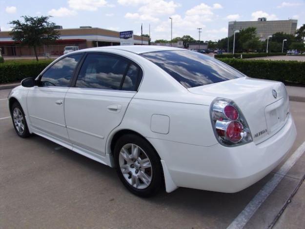 nissan altima 2005 white color used car for sale dubai uae free classifieds muamat. Black Bedroom Furniture Sets. Home Design Ideas