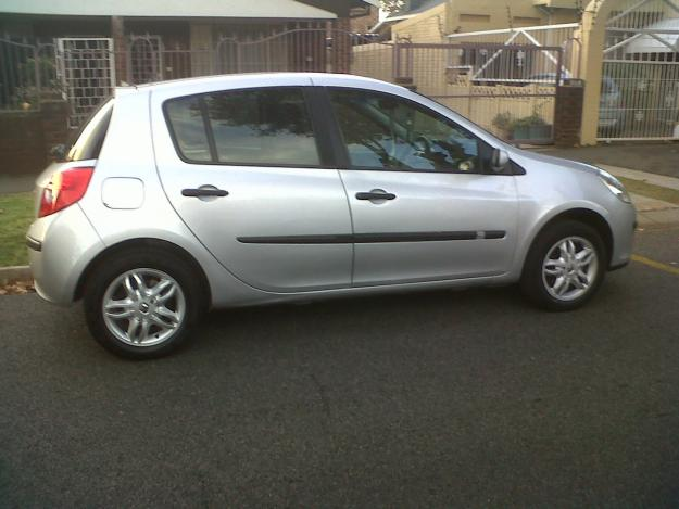renault clio 3 model 2007 for sale johannesburg south africa free classifieds muamat. Black Bedroom Furniture Sets. Home Design Ideas