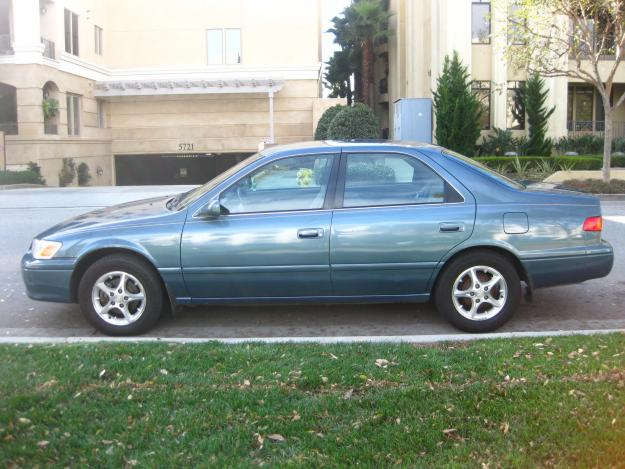 toyota camry 2001 color green for sale in uae dubai uae free classifieds. Black Bedroom Furniture Sets. Home Design Ideas