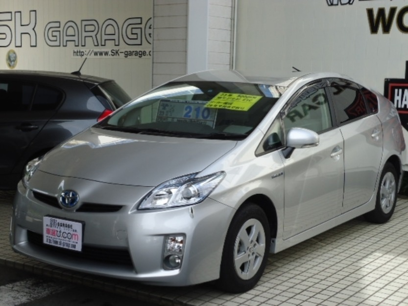toyota prius 2010 model silver color for sale islamabad pakistan free classifieds muamat. Black Bedroom Furniture Sets. Home Design Ideas
