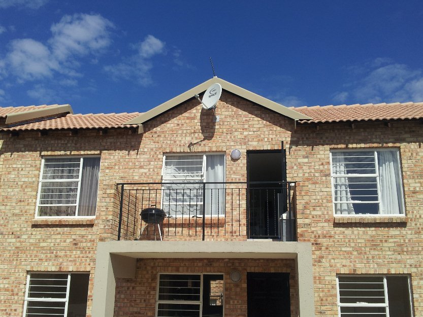 Fully Furnished 2 Bed 2 Bath Apartment In Honeydew For Rent Benoni South A